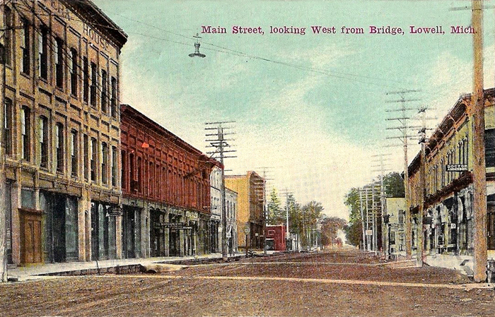 1911-Main-Street-Looking-West-from-Bridge-Lowell-Michigan