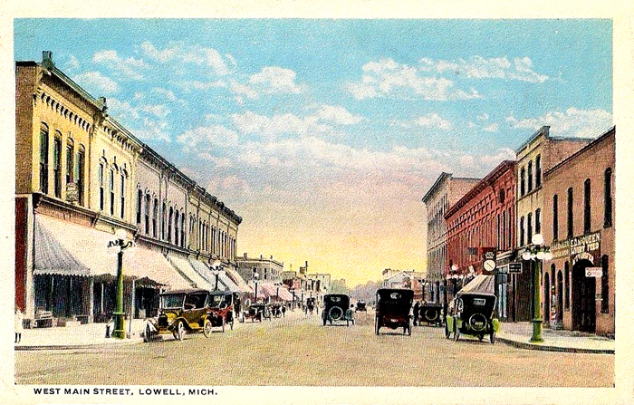 1916-West-Main-Street-with-Cars-Lowell-Michigan